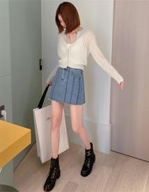 Washing denim skirt