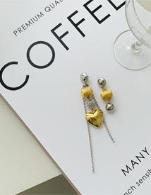 Multi objet earring