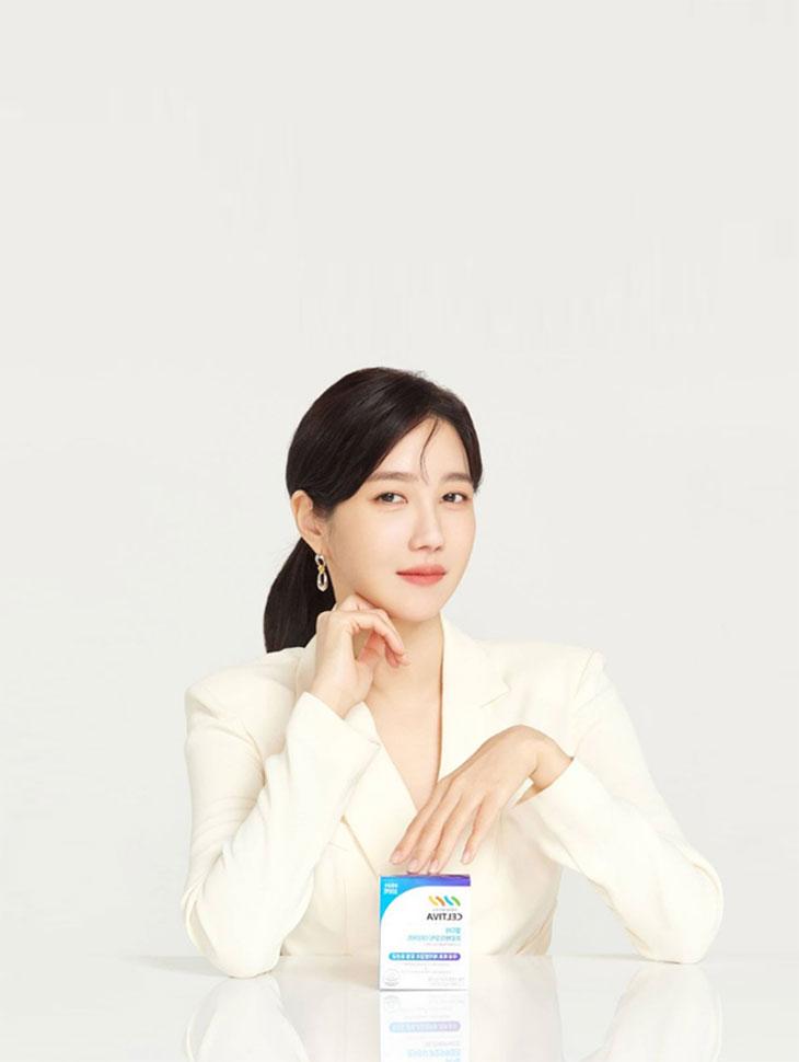 DINT CELEB<br><br><b>Brand 'Celltiva Paper Ad</b><br>Lee Jia<br><br>TP1086