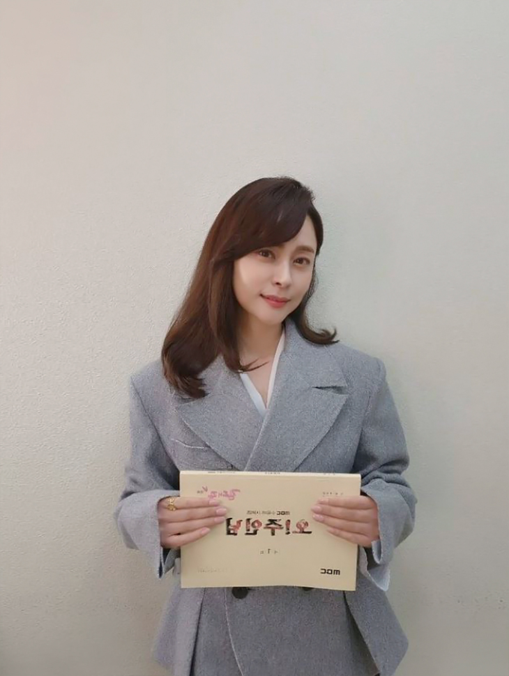 DINT CELEB<br><br> <b>Instagram (to be aired on MBC'Oh! Master')</b><br> Woo Heejin<br><br> J9101