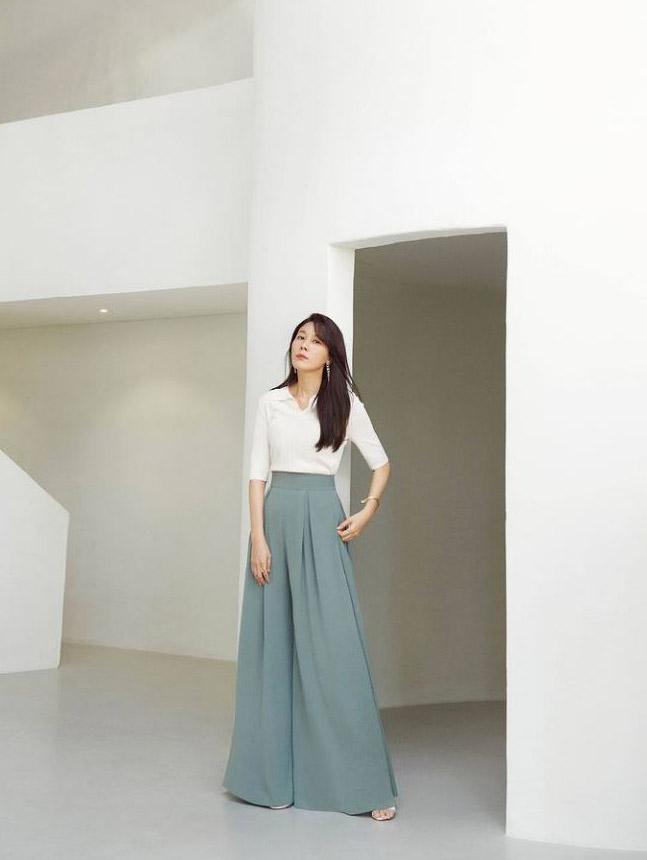 DINT CELEB<br><br><b>First Look</b><br> Kim Haneul<br><br> P9061