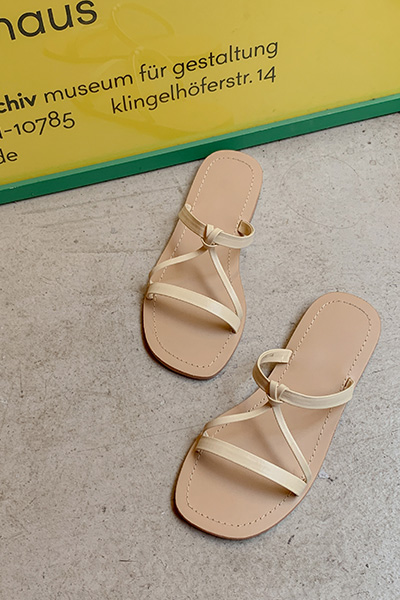 Cross strap slipper