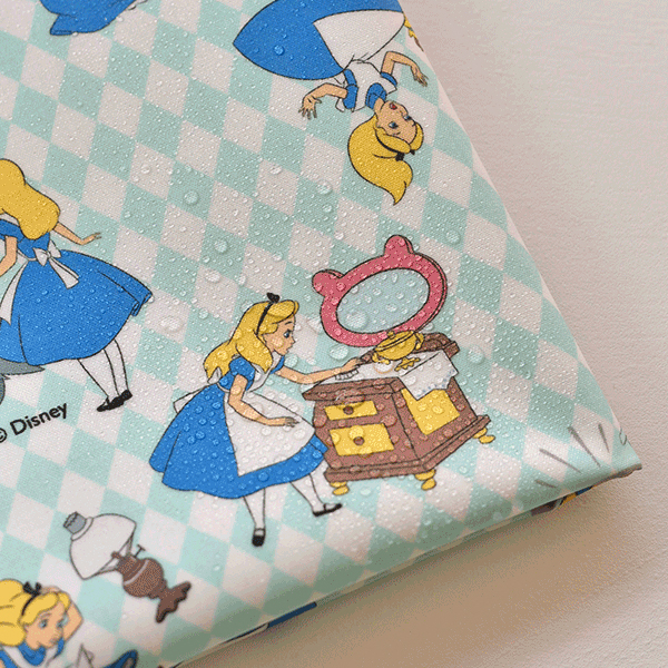 "Laminated Cotton-Disney-Alice Adventure Mint(44"")"