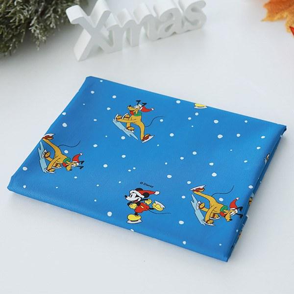 "Cotton sheeting-Disney-Original Mickey Snow Skating(44"")"