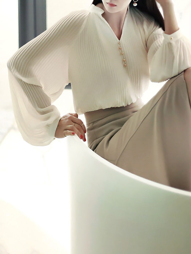 B1910 Gold-Button V-Neck wrinkle blouse(190th REORDER)