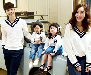 """School V neck man to man family long sleeve_16A04 <font color=""""#FF6666""""><strong>[Order available]</strong></font>"""