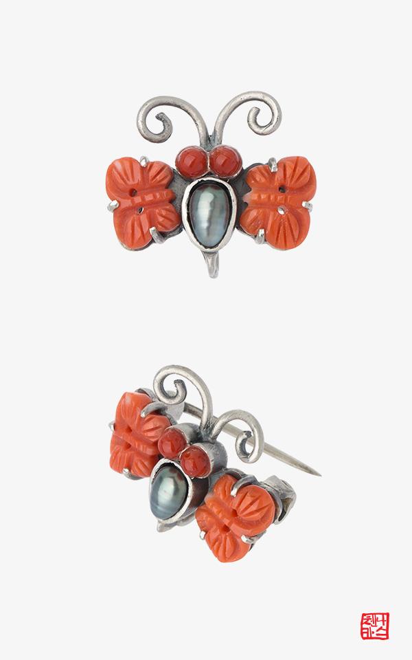 762 - [나스첸카 NASCHENKA] 앙증 큐트 나비 _  coral 산호 브로치 부모님 선물