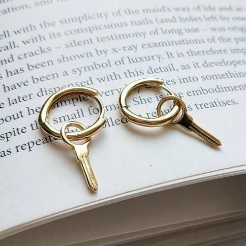 [UNISEX] GOLD KEY RING PIERCING -1ea