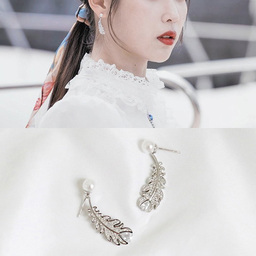 [K-drama/Hotel DELUNA/IU st.] FEATHER DROP PIERCE