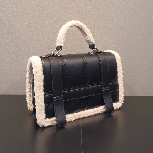 CURLY LINE SQUARE BAG