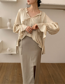 Fly shirring blouse