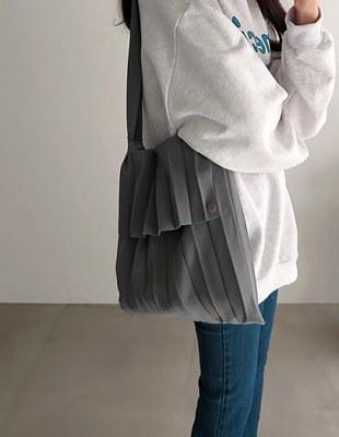 pleats knit bag