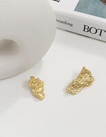 Gold moon earring