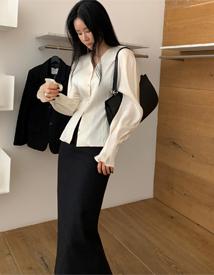 Glory v-neck blouse