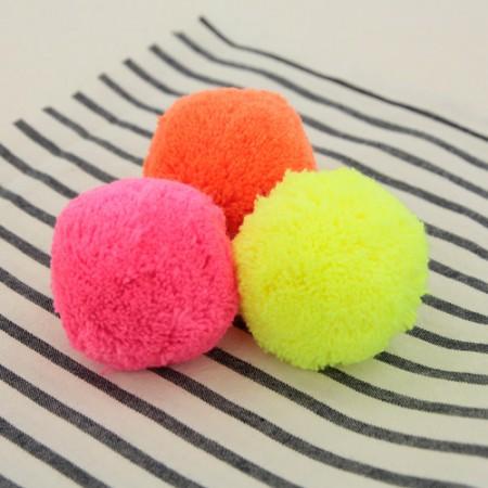 荧光色绒球绒球前面有3种类型的5cm