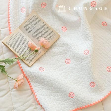 60睡眠与えるキルティング生地廣木キルティングコットン刺繍白アイボリーハッピーフェイスE-025