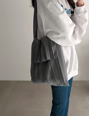 pleats knit bag