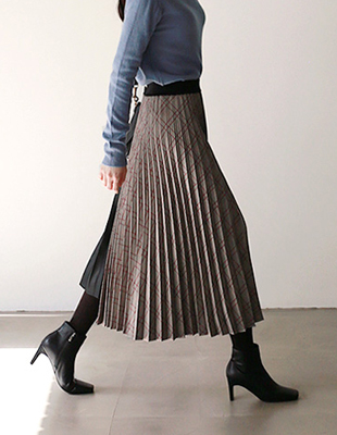 check leather pleats sk