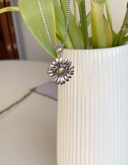 Daisy Silver Necklace