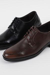 スリムでベーシックなデザインの男性正装靴様々なコーデにマッチ可能 Toy