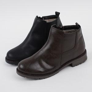 ベーシックなデザインなふわふわ裏地がポイントの冬用ブーツ Alice