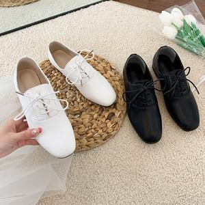 クラッシックな雰囲気を演出できる女性オクスフォード靴 Roma