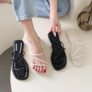 韓国で大人気!歩きやすいぺたんこサンダル足の甲のストラップがポイント Hello
