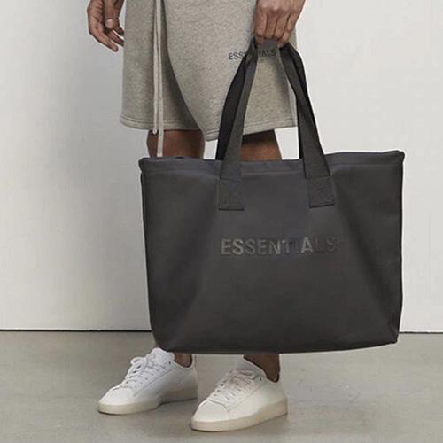 [UNISEX] フロントのロゴトートバッグ