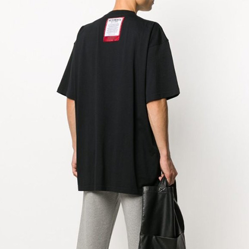[UNISEX] バックパッチTシャツ/半袖 (2color)
